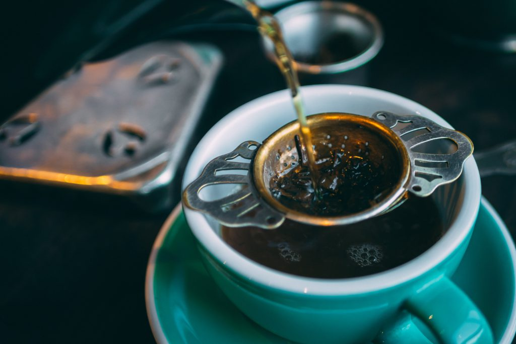 That feeling of relaxation that comes from sipping tea of any kind is one of life's little pleasures. So let's see the 10 earl grey tea health benefits.